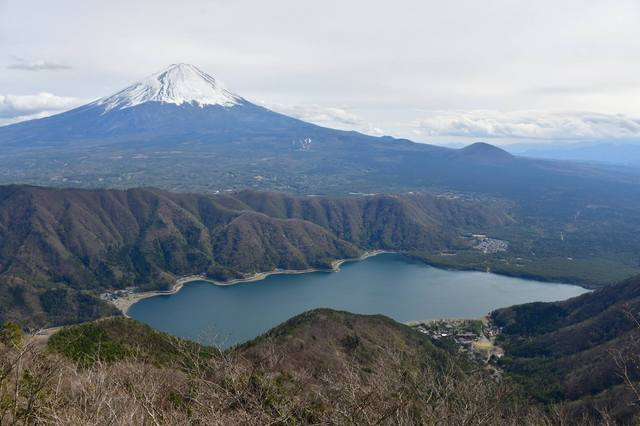 十二ガ岳からの西湖.jpg